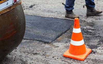 Repara un bache con asfalto en frío gracias a Fixer